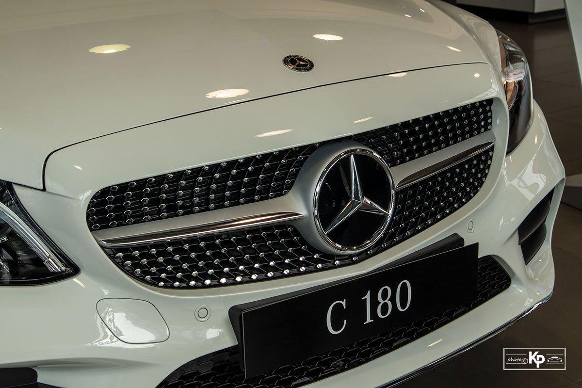 Ảnh Lưới tản nhiệt xe Mercedes-Benz C 180 AMG 2021