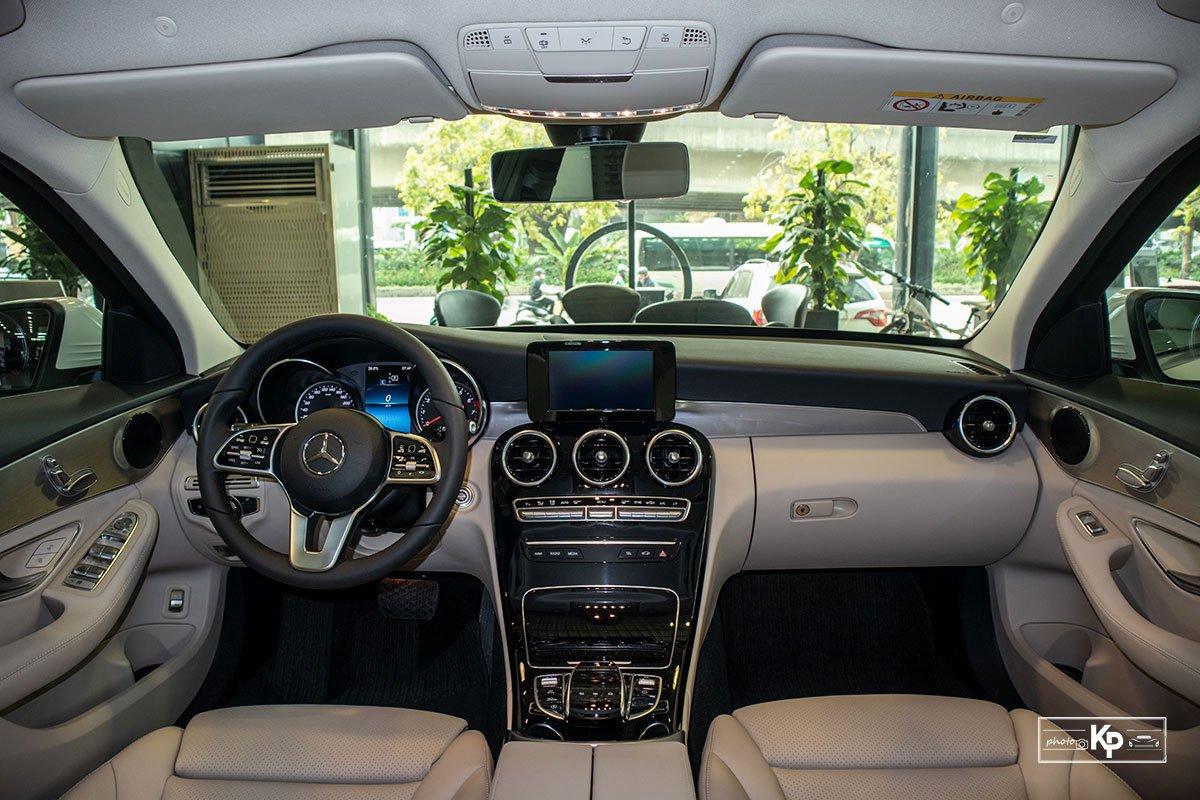 Ảnh Khoang lái xe Mercedes-Benz C 180 AMG 2021