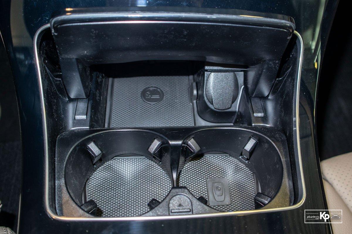 Ảnh Hộc đựng cốc xe Mercedes-Benz C 180 AMG 2021