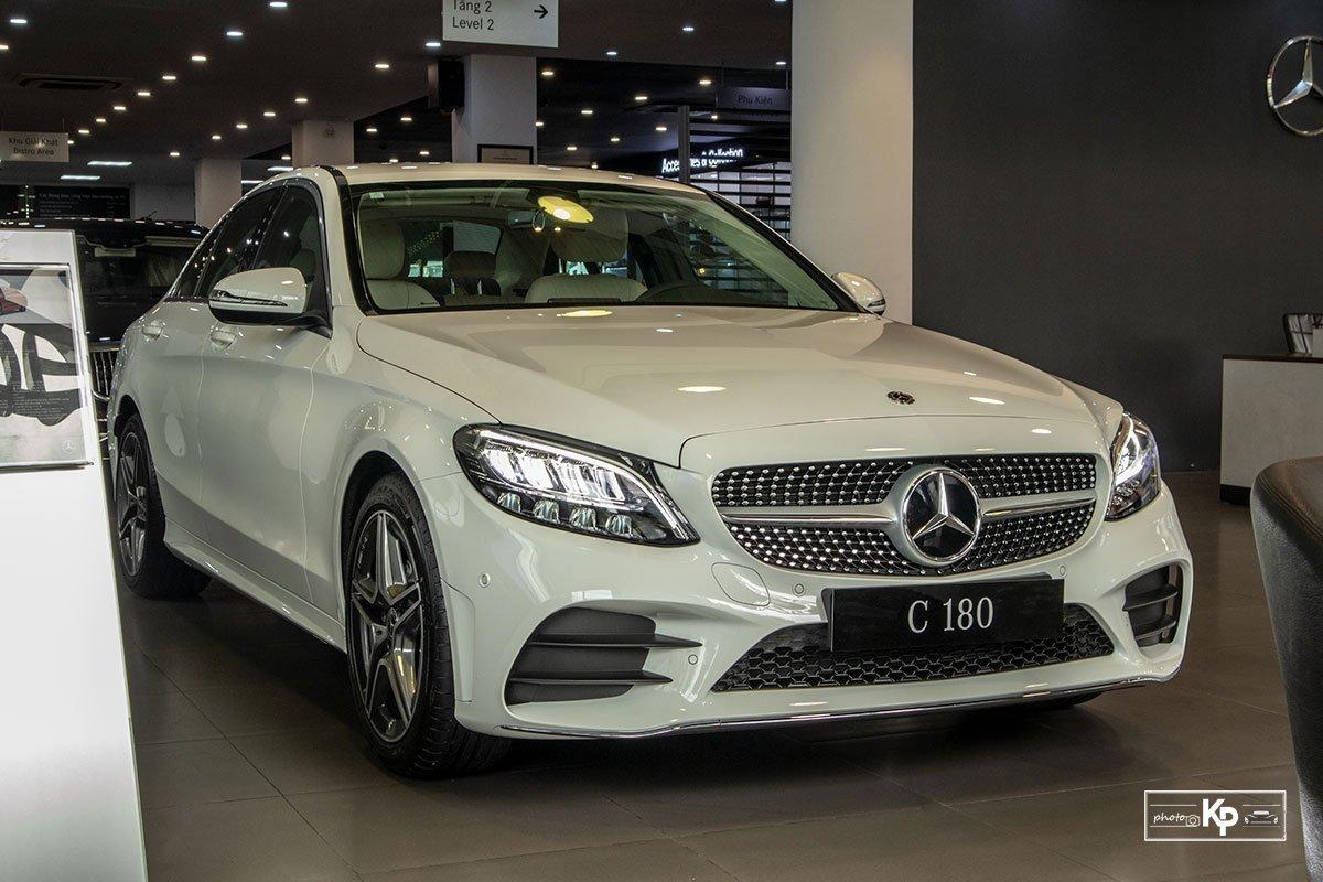 Ảnh Tổng quát xe Mercedes-Benz C 180 AMG 2021