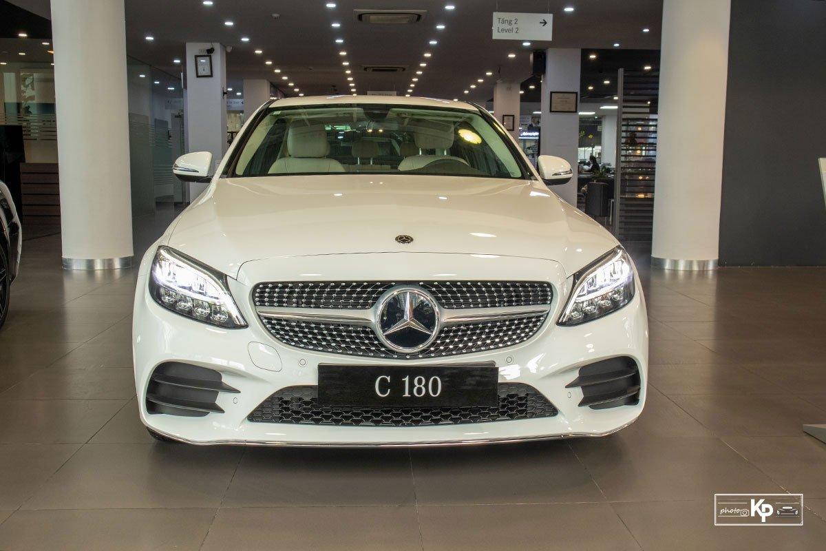 Ảnh đầu xe Mercedes-Benz C 180 AMG 2021 a1