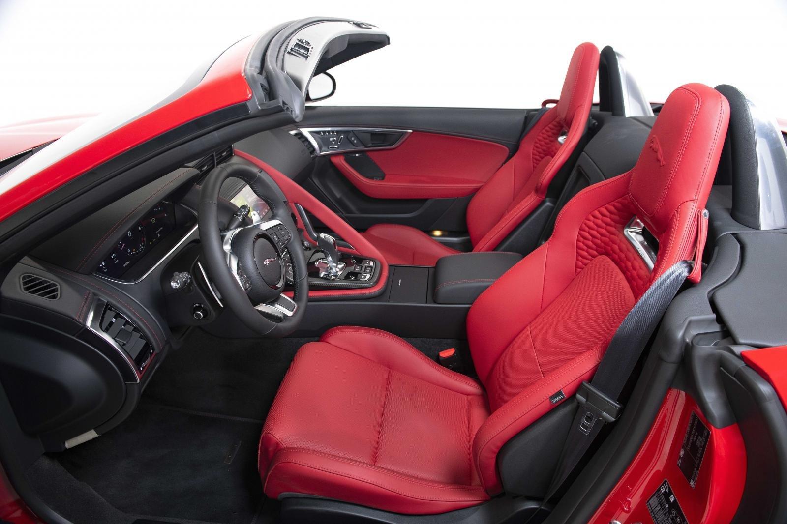 Jaguar F-Type đặt trải nghiệm người dùng làm ưu tiên hàng đầu.