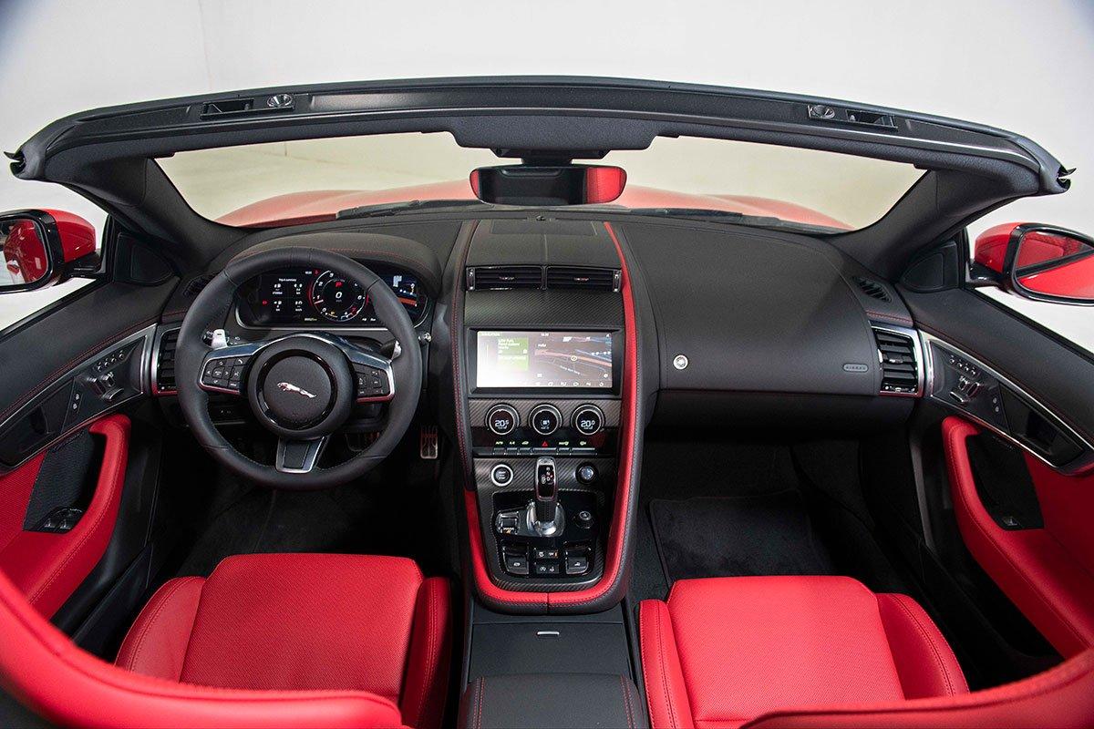Không gian nội thất xe Jaguar F-TYPE 2021 bản Convertible 1
