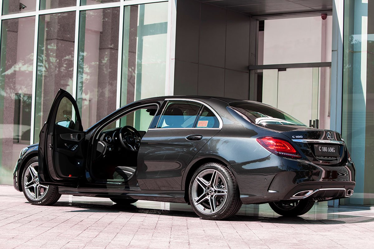 Thiết kế thân và đuôi xe Mercedes-Benz C180 AMG 2021 1