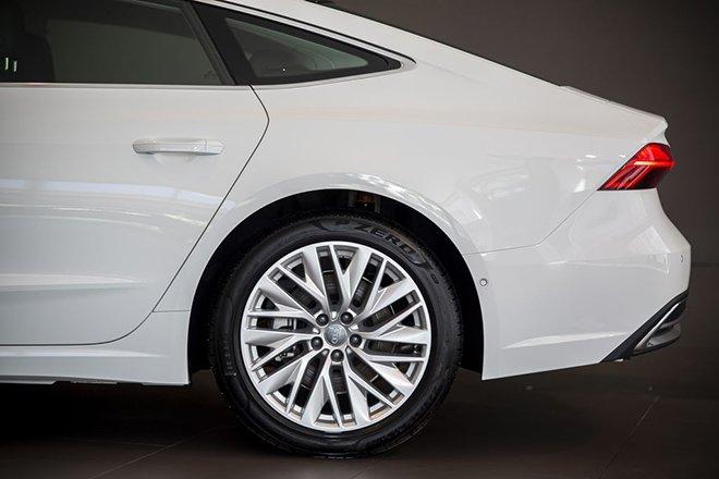 Audi A7 Sportback 2015 sử dụng vô-lăng đa chấu.