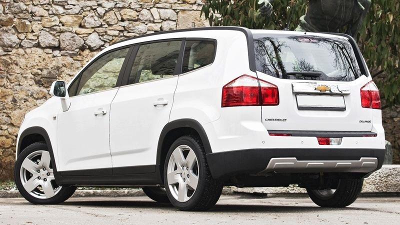 So sánh ngoại thất xe Chevrolet Orlando 2012 và Toyota Innova 2014 2