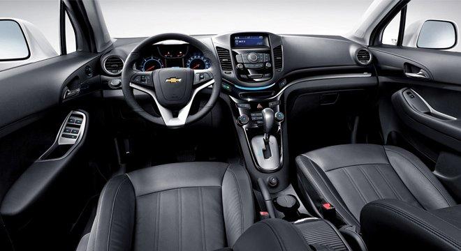 So sánh nội thất xe Chevrolet Orlando 2012 và Toyota Innova 2014.