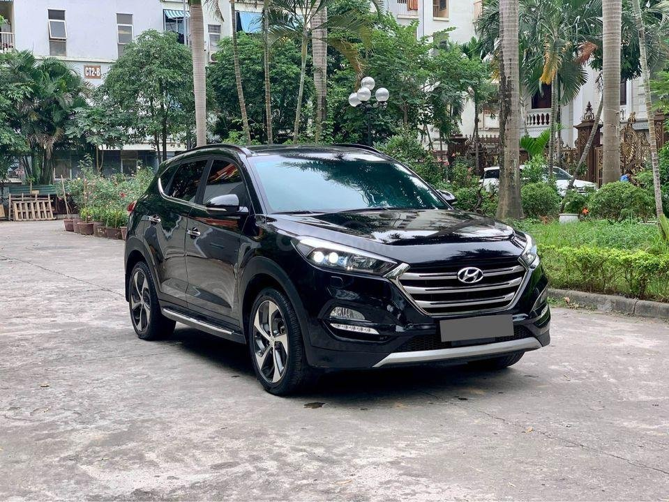 Cần bán xe Hyundai Tucson Turbo đời 2019, màu đen (2)