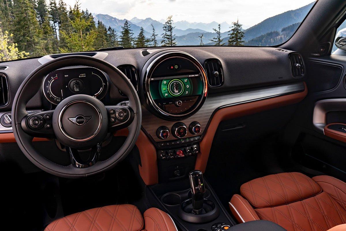 Nội thất của MINI Countryman 2021 vẫn giữ nét đặc trưng của dòng xe MINI nhưng đã bổ sung thêm các công nghệ hiện đại.