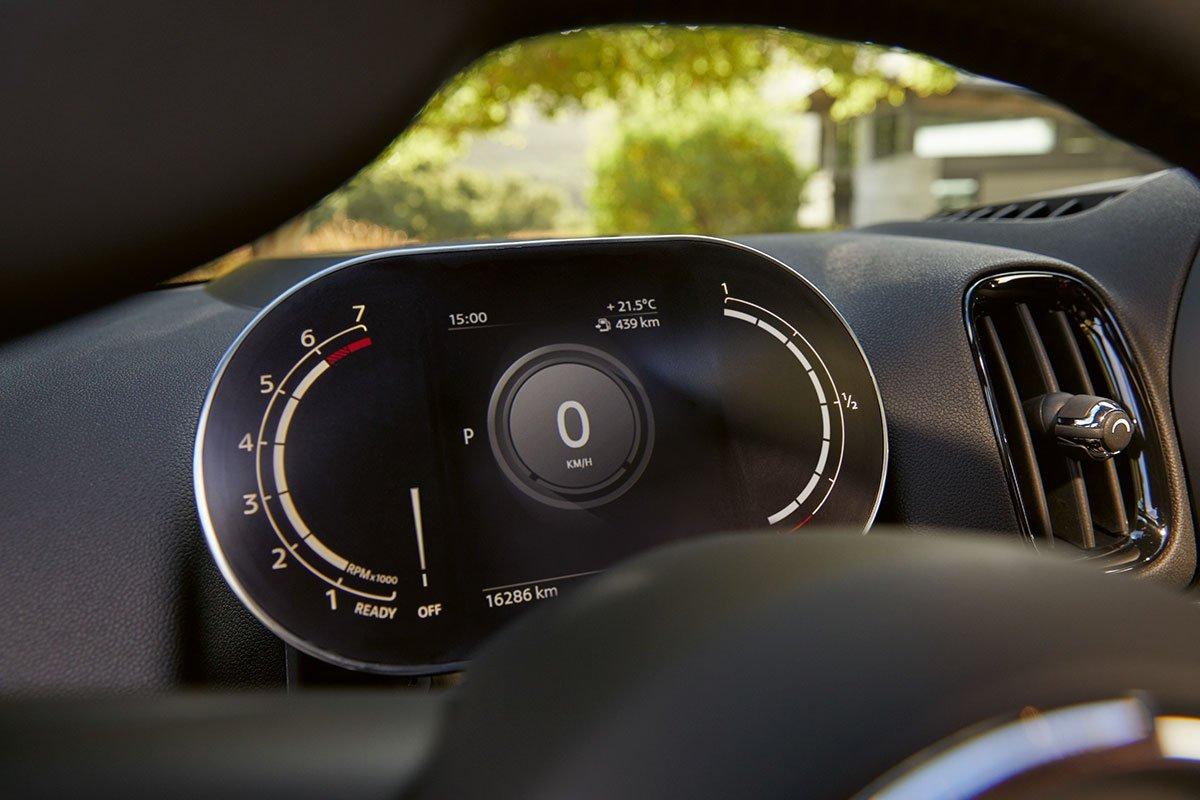 Bảng đồng hồ kỹ thuật số 5 inch trở thành trang bị tiêu chuẩn trên MINI Countryman 2021.