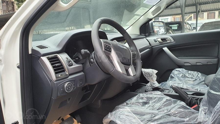 Ford Ranger XLS 2021 hỗ trợ vay đến 90% - đủ màu, giao ngay - giảm tiền mặt + tặng bảo hiểm thân vỏ và phim cách nhiệt (6)
