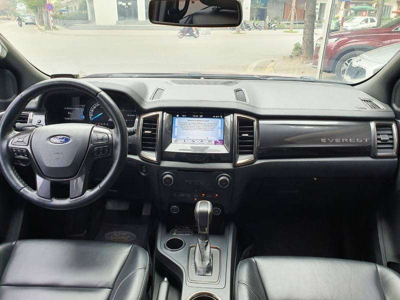 Cần bán gấp Ford Everest năm sản xuất 2019, nhập khẩu còn mới (4)