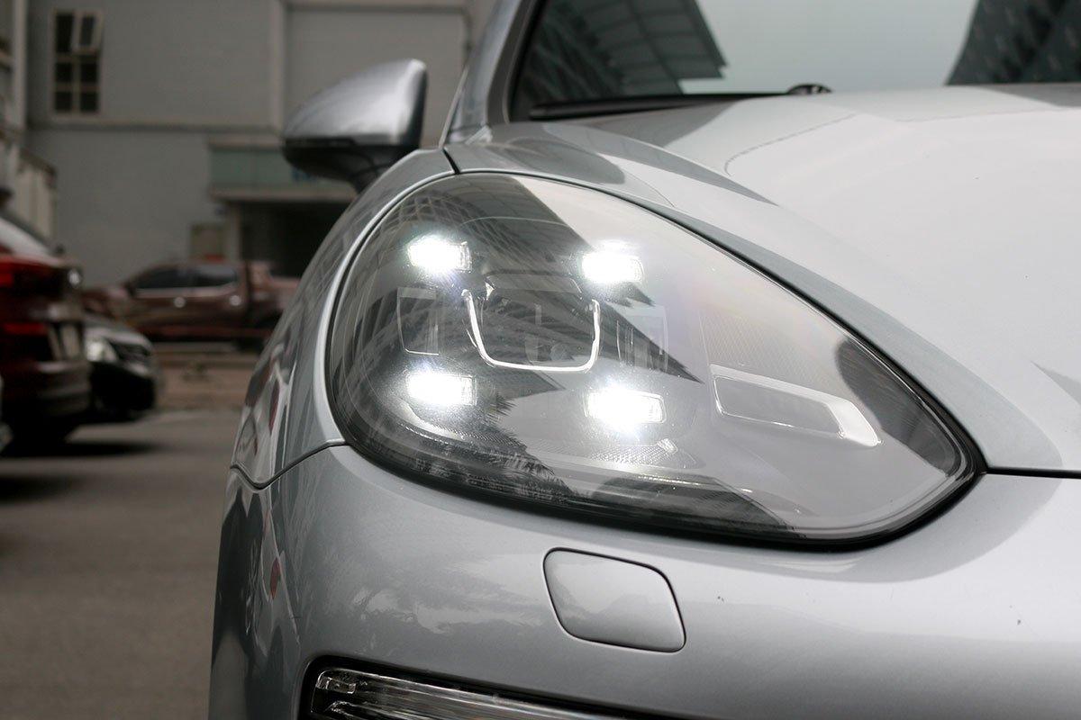 Porsche Cayenne-2016.
