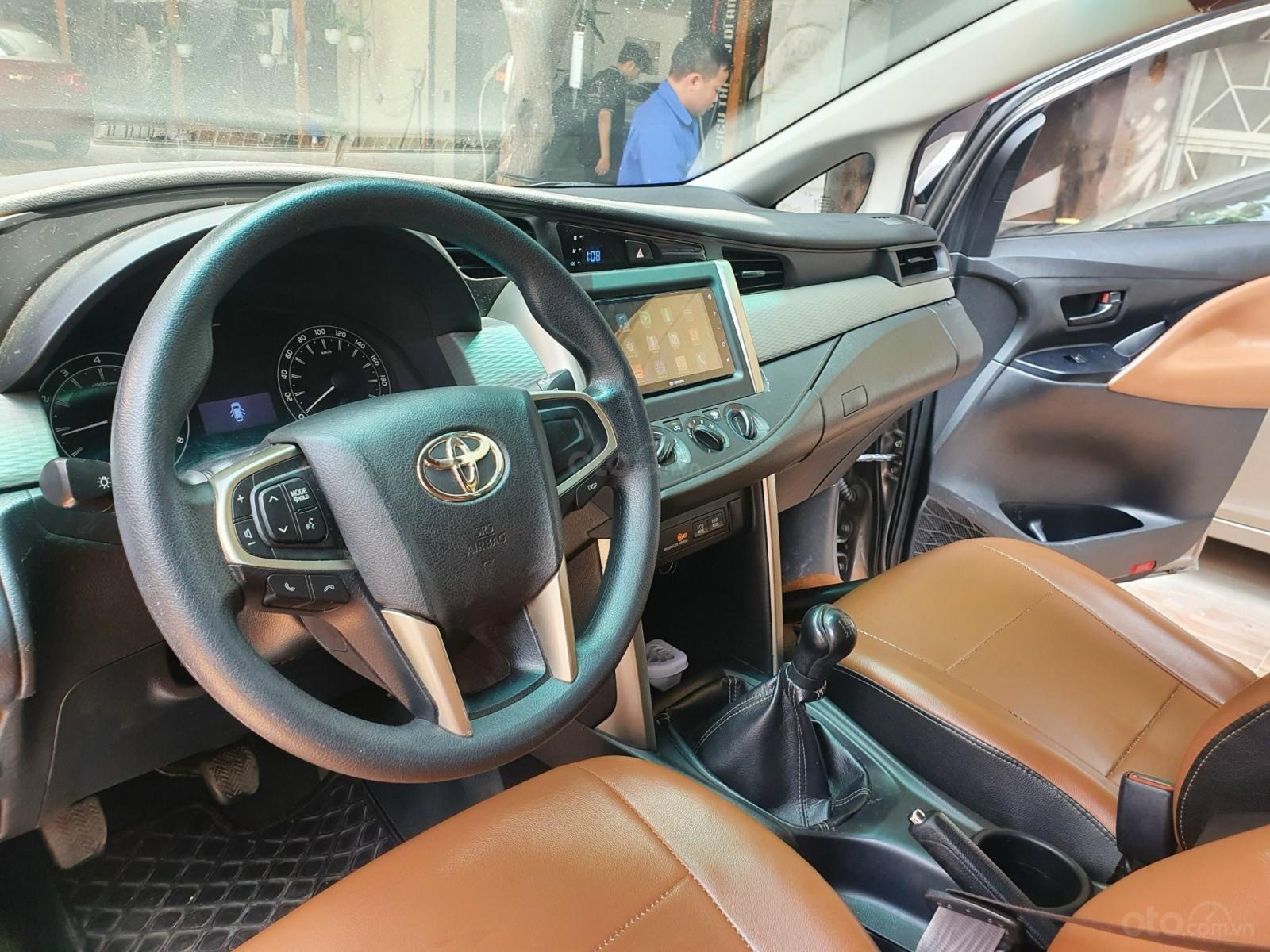 Cần bán gấp Toyota Innova 2.0E sản xuất năm 2016 (6)