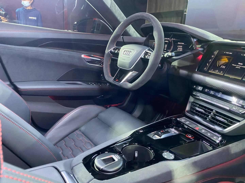 Audi e-tron GT sang trọng, hiện đại cực đỉnh.