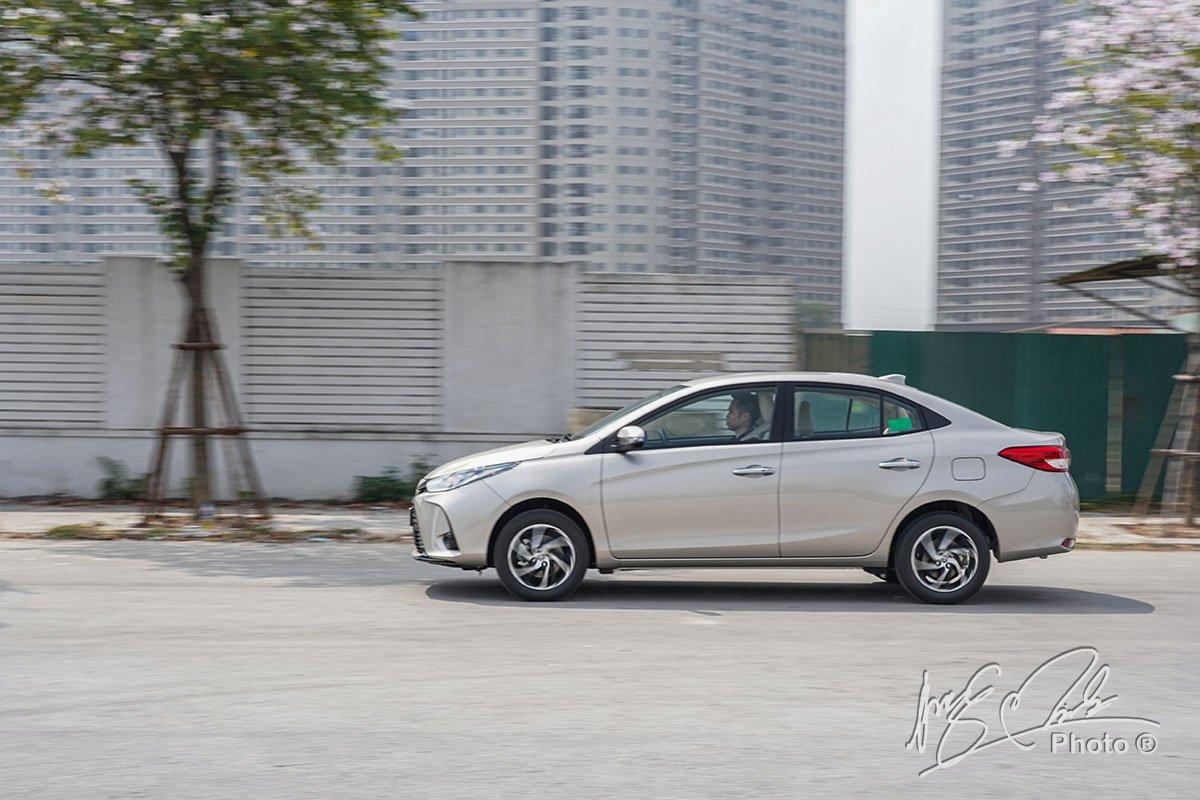 Đánh giá xe Toyota Vios G CVT 2021: Đây là chiếc xe dễ điều khiển, ngồi thoải mái và tiết kiệm nhiên liệu.