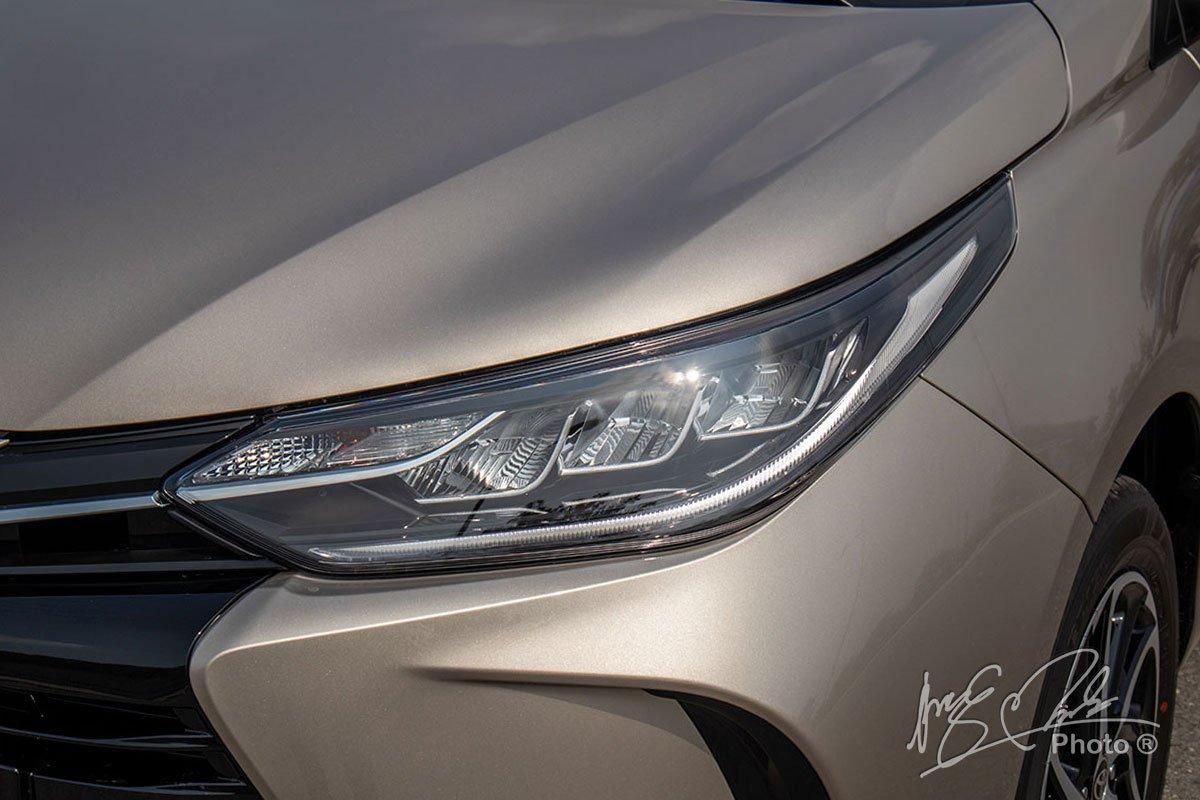 Đánh giá xe Toyota Vios G CVT 2021: Thiết kế đèn pha LED.