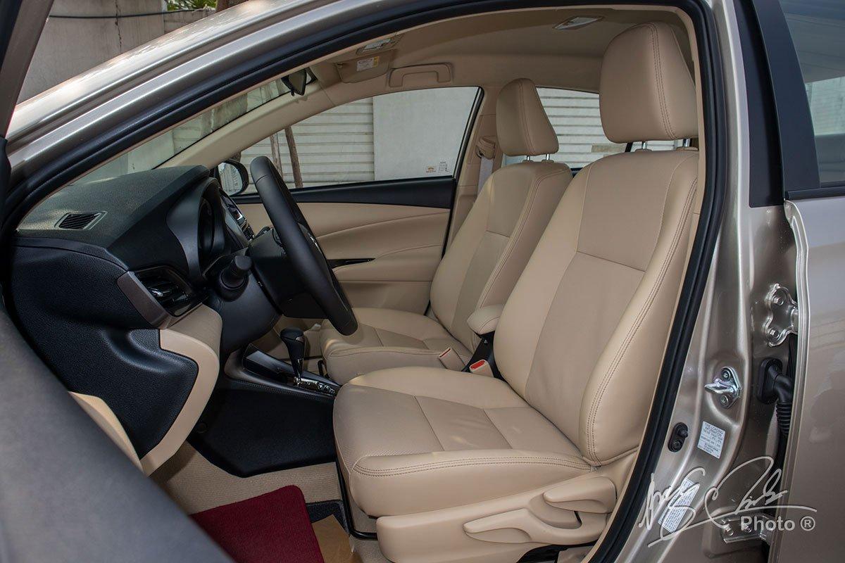 Đánh giá xe Toyota Vios G CVT 2021: Ghế lái.