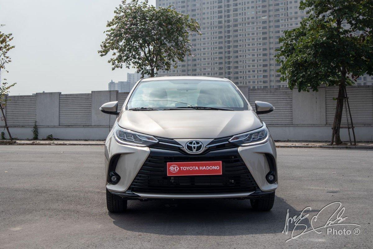 Đánh giá xe Toyota Vios G CVT 2021: Thiết kế đầu xe.
