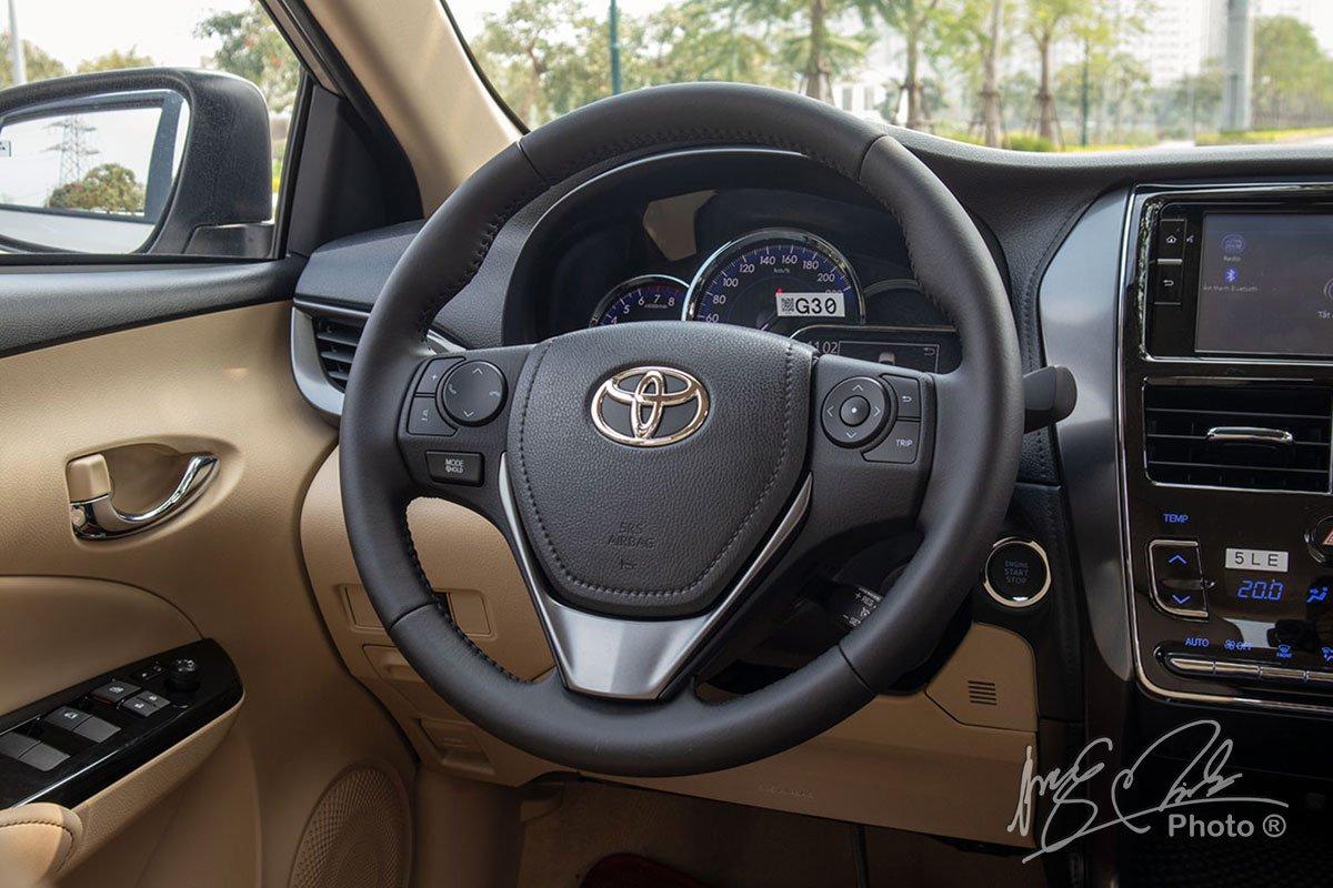 Đánh giá xe Toyota Vios G CVT 2021: Vô lăng.