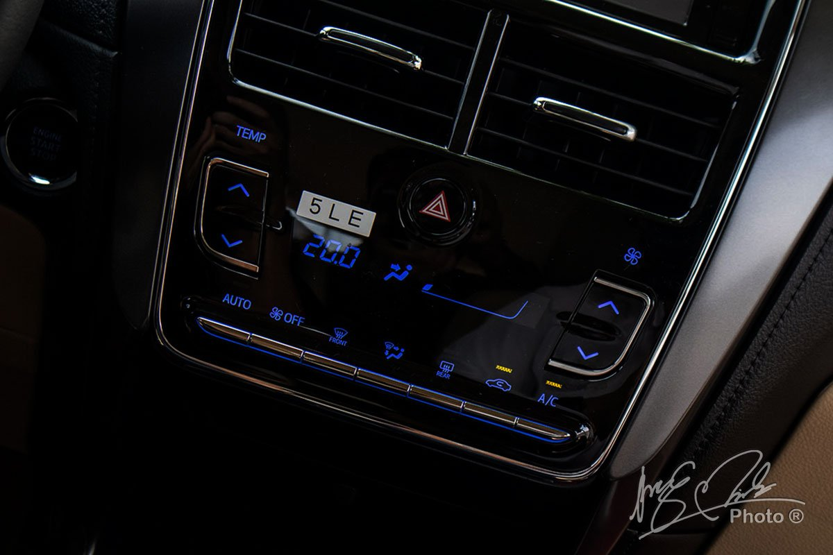 Đánh giá xe Toyota Vios G CVT 2021: Điều hoà tự động 1 vùng.