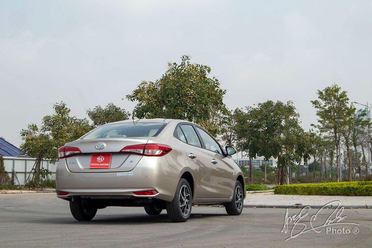 Đánh giá xe Toyota Vios G CVT 2021: Đuôi xe không có sự thay đổi nào.