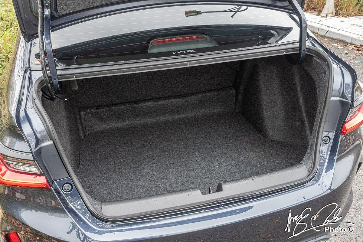 Khoang hành lý dung tích 506 lít của Honda City RS 2021.