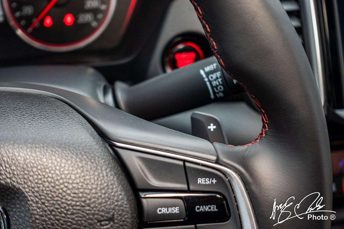 Lẫy chuyển số sau vô lăng trên Honda City RS 2021.