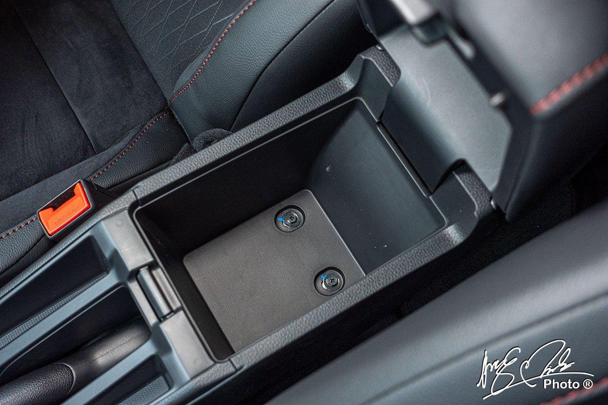 Hộc đựng đồ trung tâm của Honda City RS 2021.