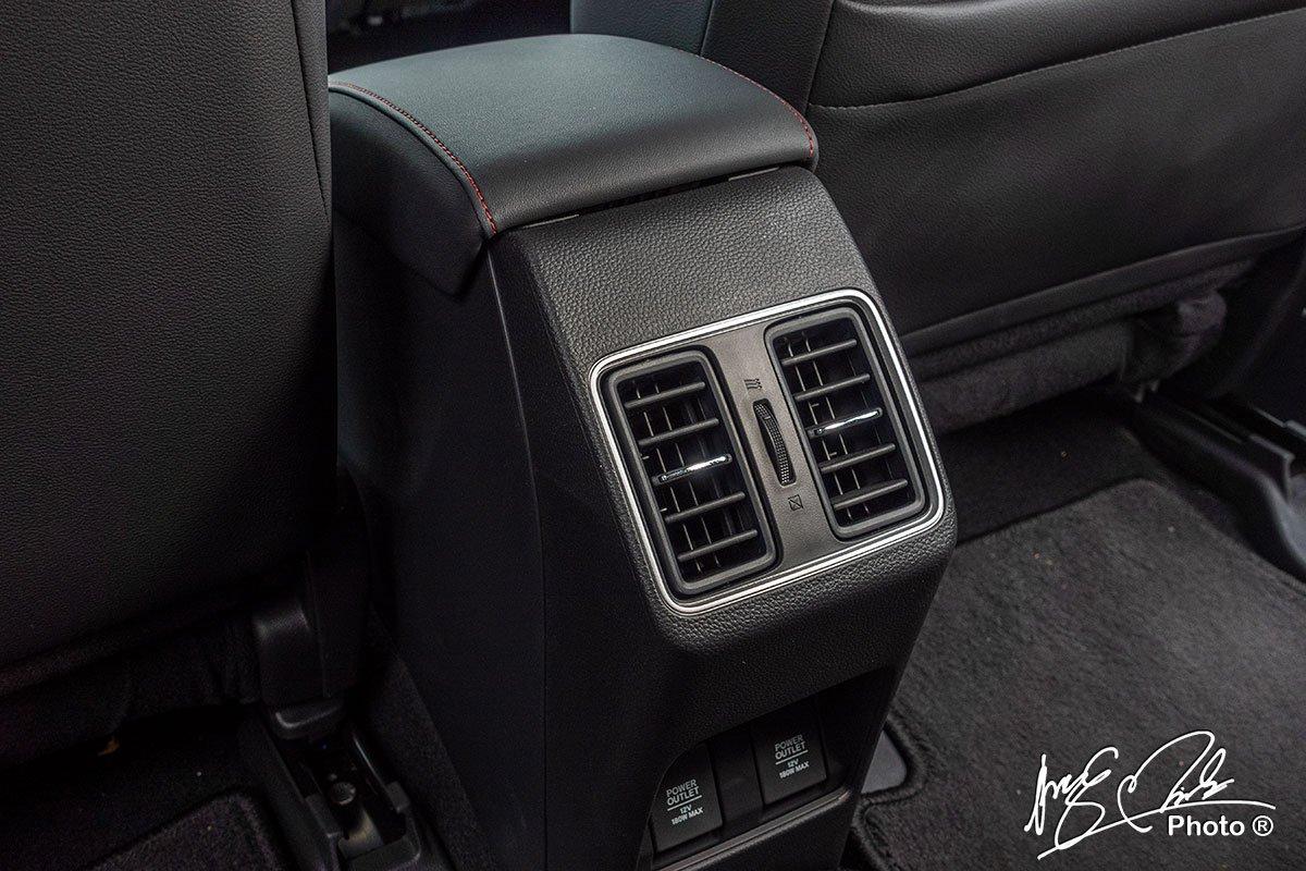 Cửa gió phía sau có thêm 2 vị sạc trên Honda City RS 2021.