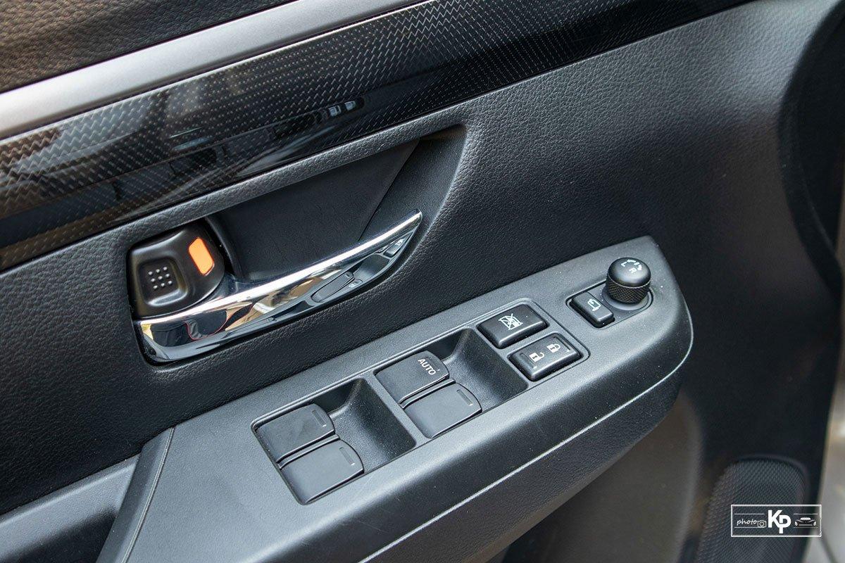 Ảnh Táp-li cửa xe Suzuki XL7 2021