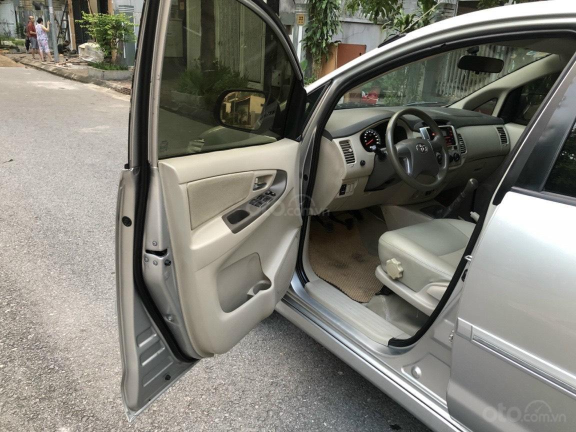 Gia Hưng Auto bán xe Toyota Innova 2.0E màu bạc sx 2015 (5)