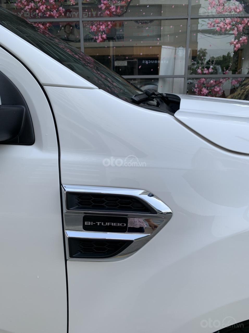 Ford Everest Titanium Biturbo 2019 màu trắng xe đẹp như mới (5)