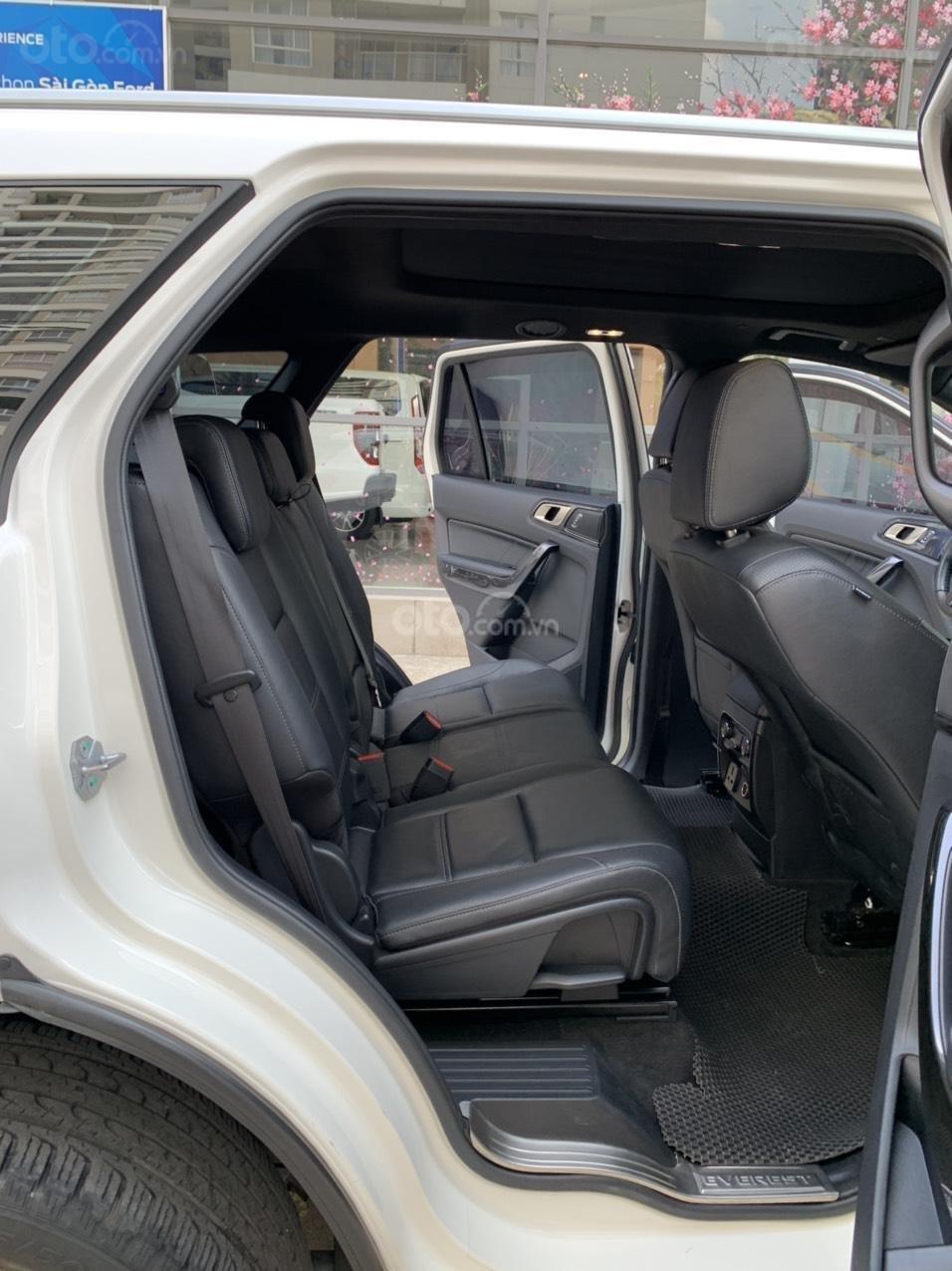 Ford Everest Titanium Biturbo 2019 màu trắng xe đẹp như mới (6)