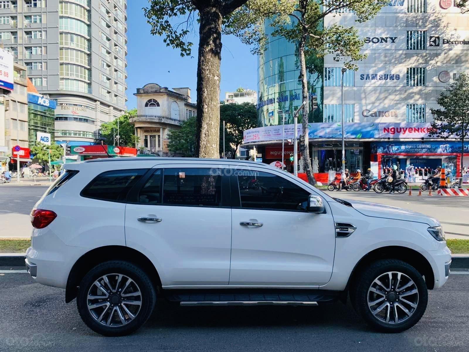 Ford Everest Titanium Biturbo 2019 màu trắng xe đẹp như mới (3)