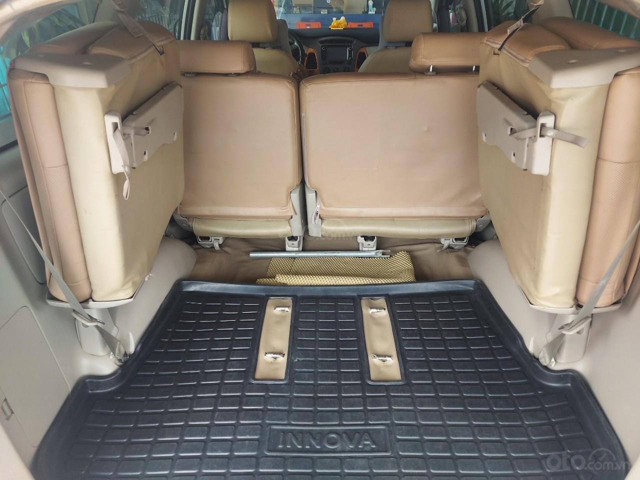 Chính chủ cần bán lại xe Toyota Innova sản xuất 2011 (4)