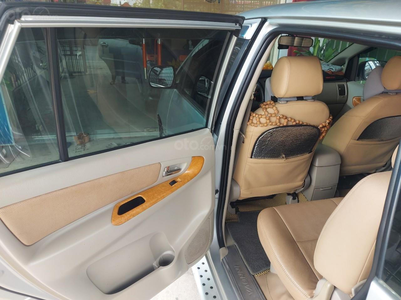 Chính chủ cần bán lại xe Toyota Innova sản xuất 2011 (5)