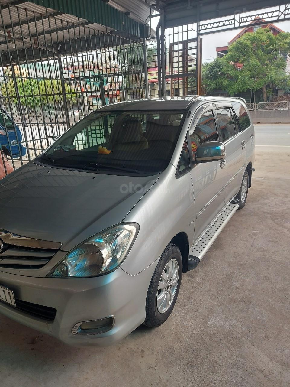 Chính chủ cần bán lại xe Toyota Innova sản xuất 2011 (2)
