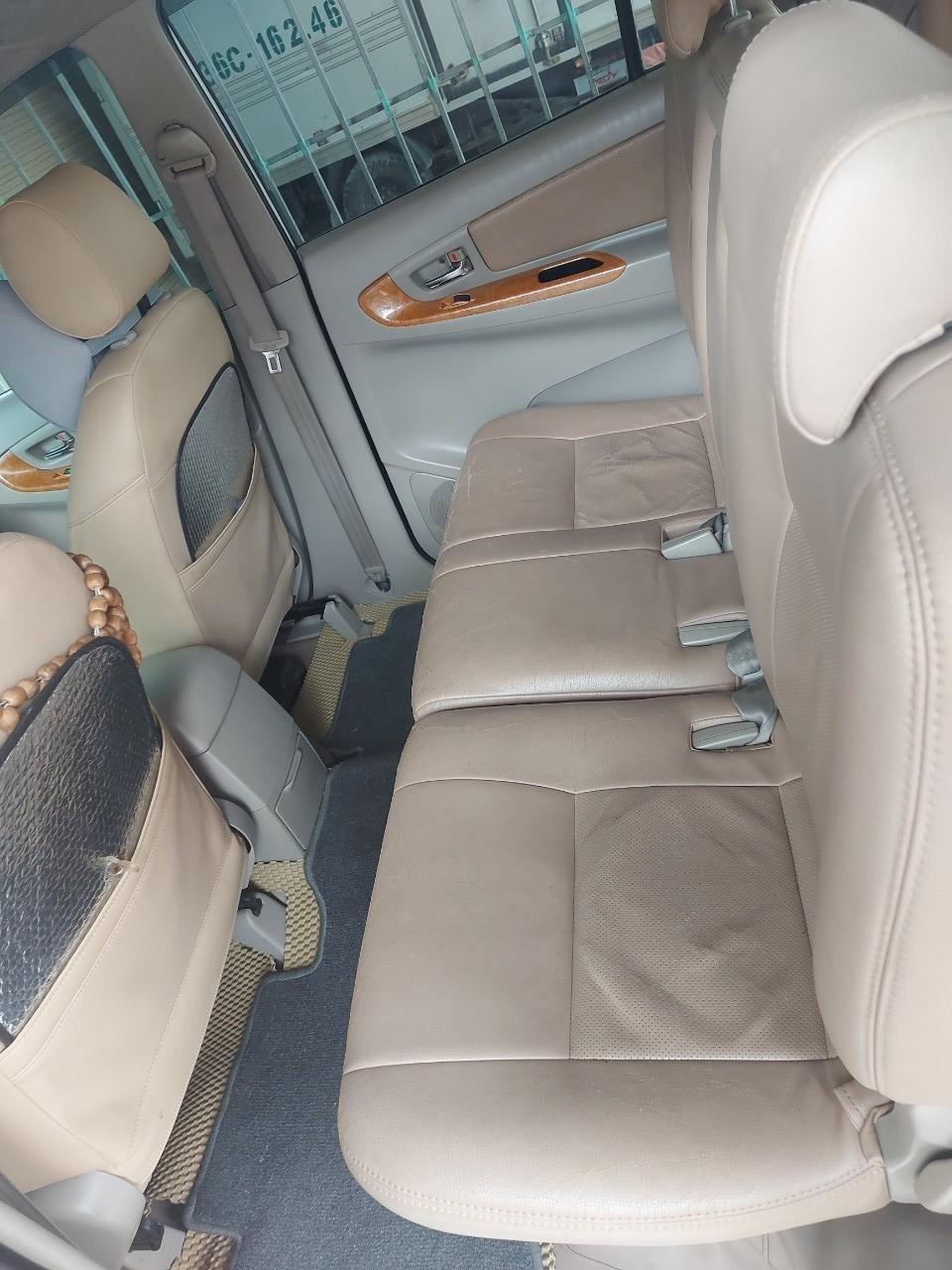 Chính chủ cần bán lại xe Toyota Innova sản xuất 2011 (3)