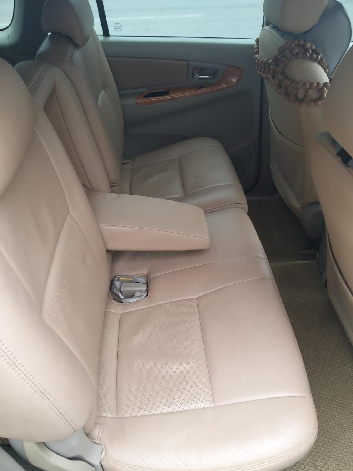 Chính chủ cần bán lại xe Toyota Innova sản xuất 2011 (6)