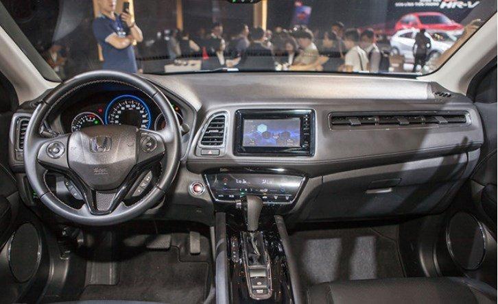 Nội thất Honda HR-V được hình thành bởi vô lăng 3 chấu tích hợp các nút điều khiển 1