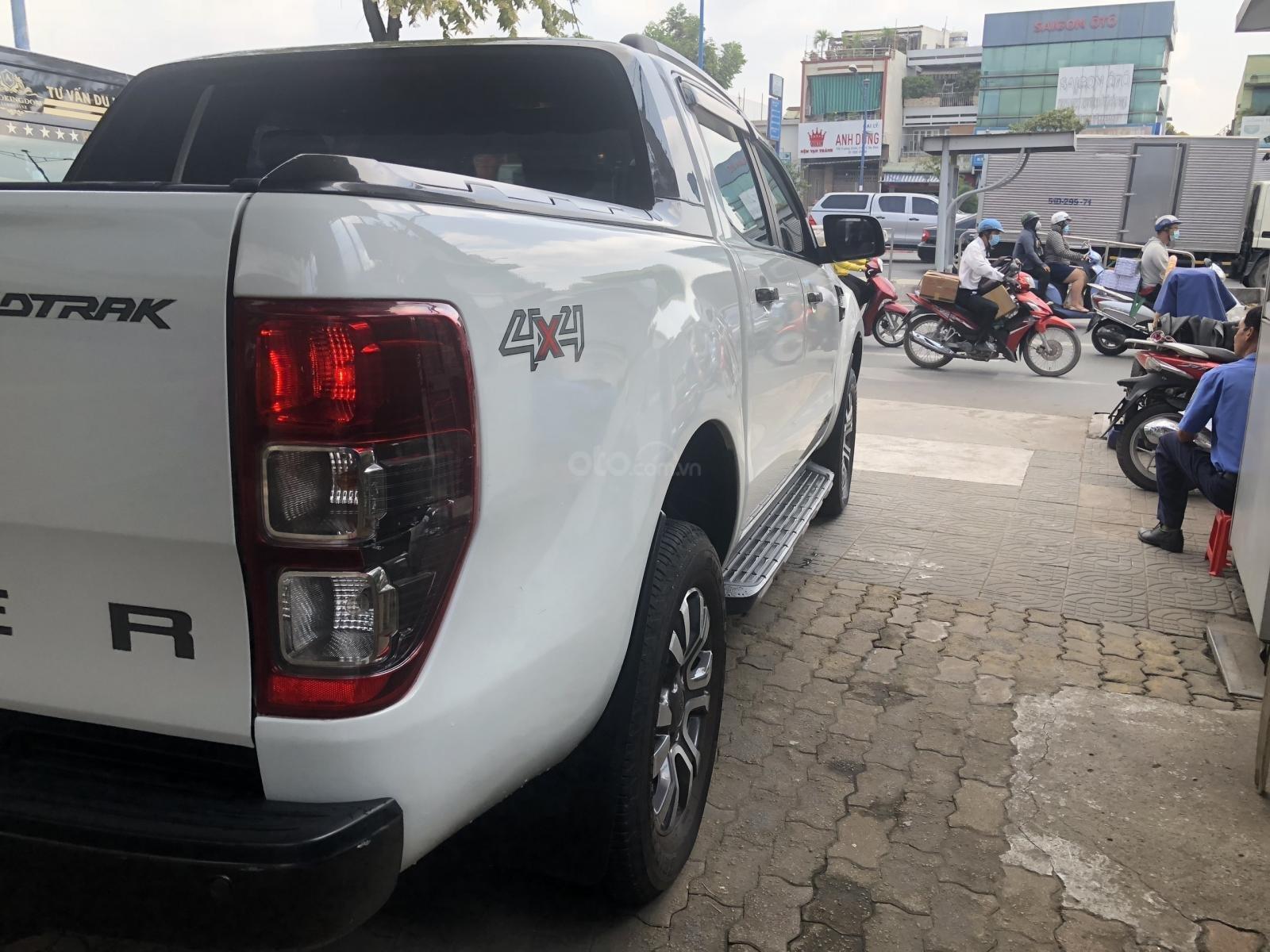 Cần bán Ford Ranger Wildtrak 3.2L 2016 trắng Ngọc Trinh, vay 70%, BH hãng (5)