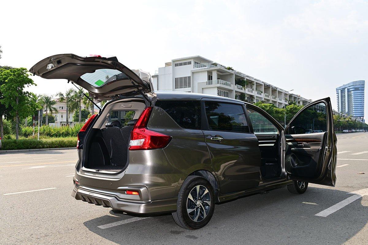 Suzuki còn tăng thời hạn bảo hành động cơ và hộp số cho toàn bộ xe du lịch của hãng lên 5 năm hoặc 150.000 km tùy theo điều kiện nào đến trước.