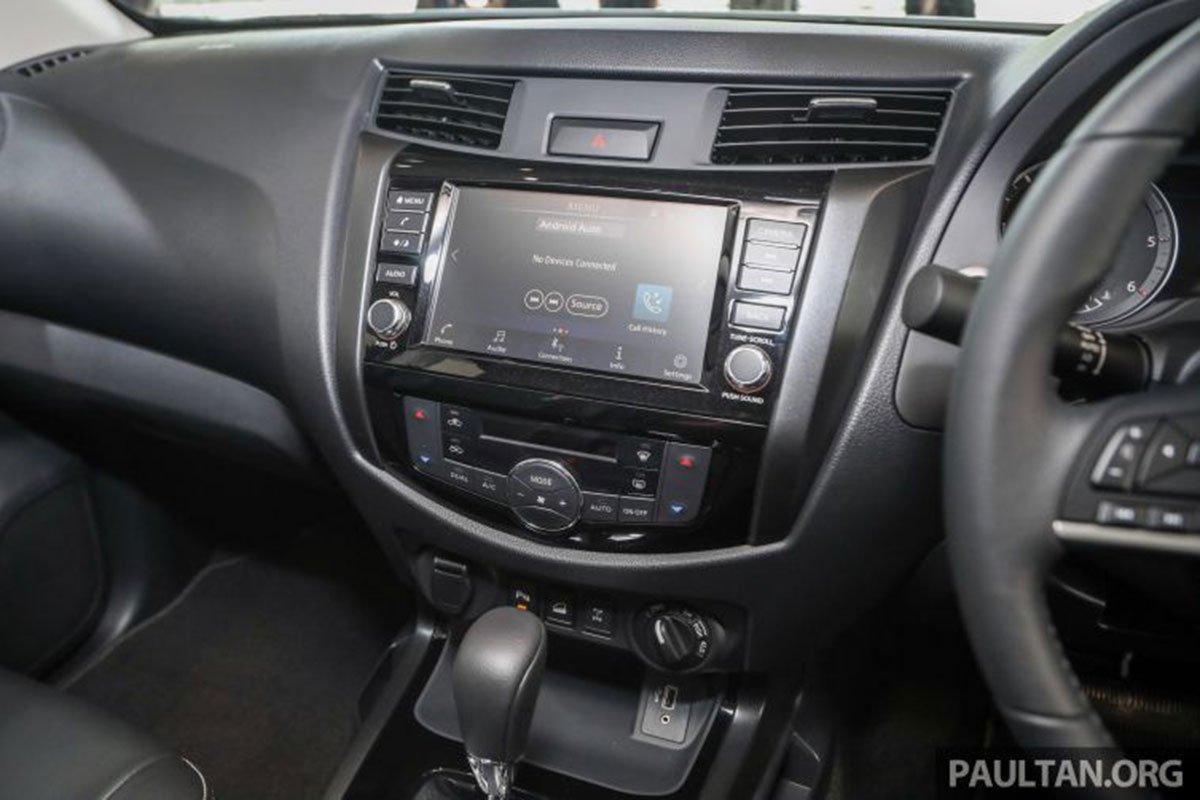 Màn hình cảm ứng 8 inch trên Nissan Navara 2021 1