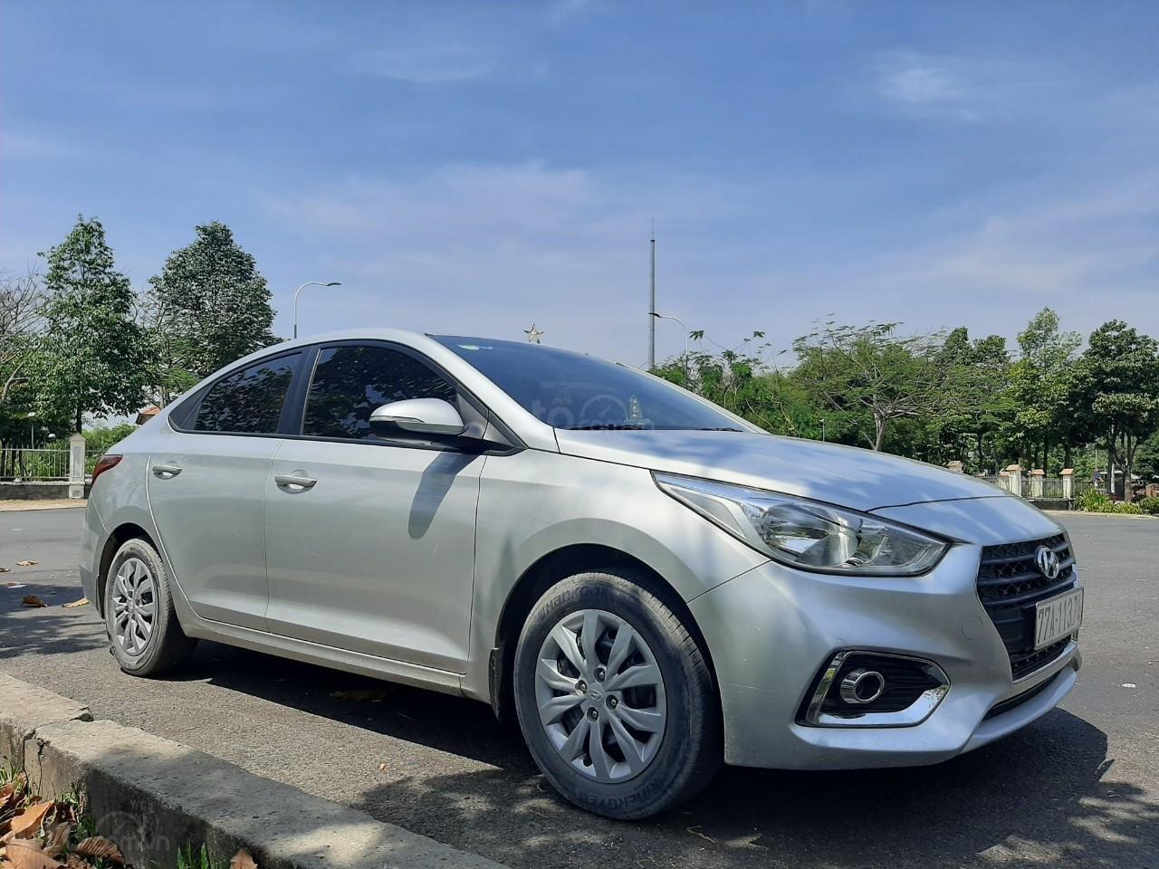 Cần bán gấp Hyundai Accent năm sản xuất 2018 (1)