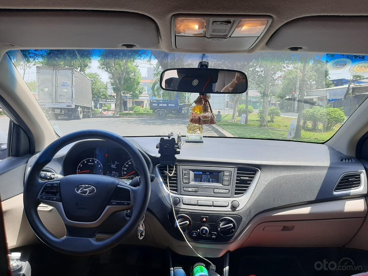 Cần bán gấp Hyundai Accent năm sản xuất 2018 (2)