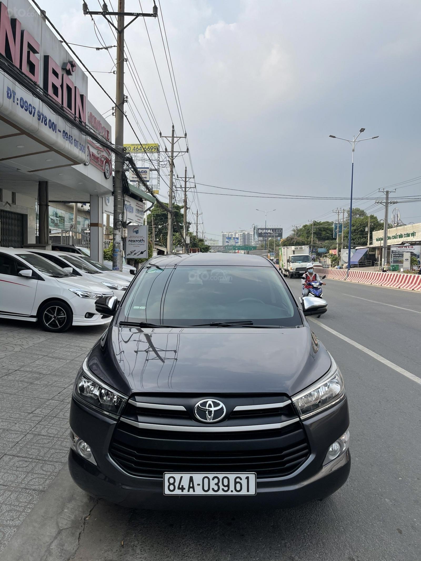 Toyota Innova sản xuất 2018 bản 2.0E, số sàn quá mới (1)