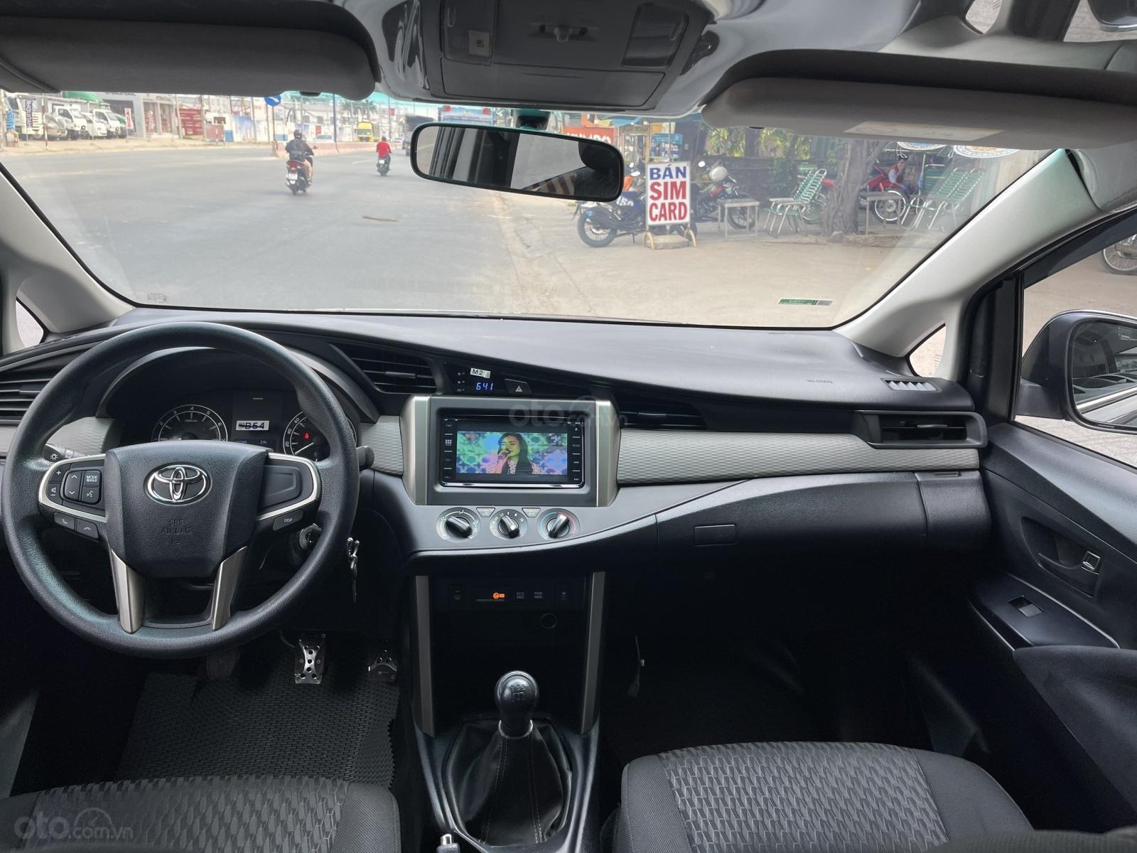 Toyota Innova sản xuất 2018 bản 2.0E, số sàn quá mới (13)
