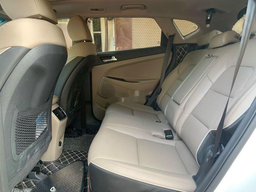 Xe Hyundai Tucson đời 2019, màu trắng chính chủ, giá tốt (11)