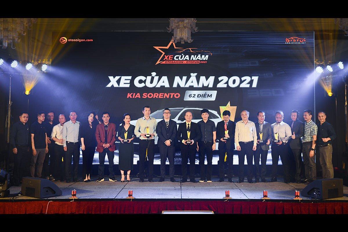 Đại diện các hãng nhận danh hiệu Xe được yêu thích nhất phân khúc.